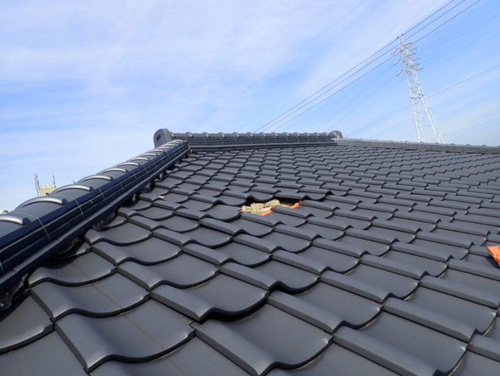 【災害】屋根の瓦がめくれるのは風向きの反対側